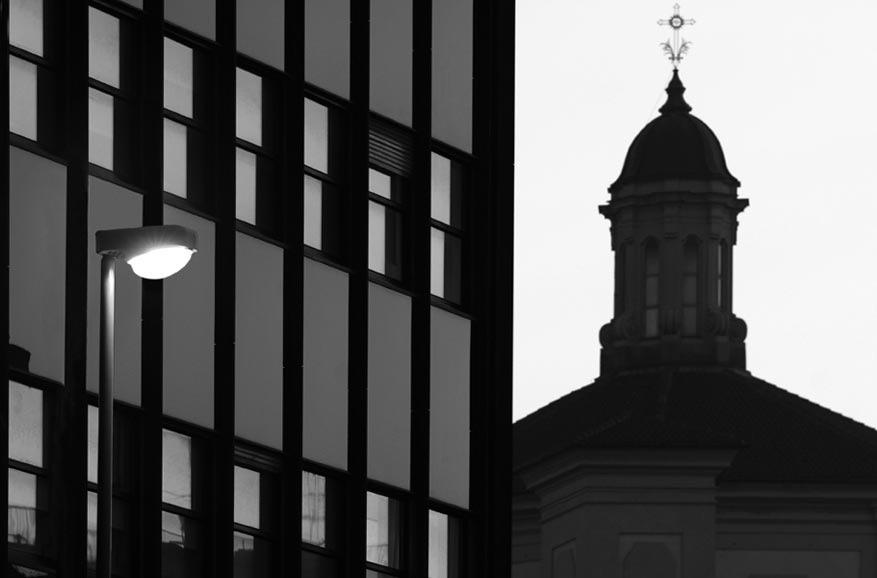 Arredo urbano corso europa milano 39 80 pollice illuminazione for Alfredo irollo arredo urbano e illuminazione