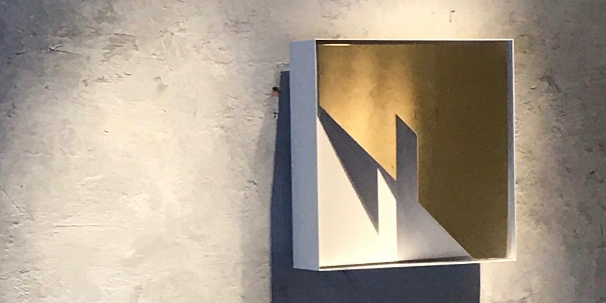 Quadro di Luce Light Gate opera di Massimo Uberti ottone